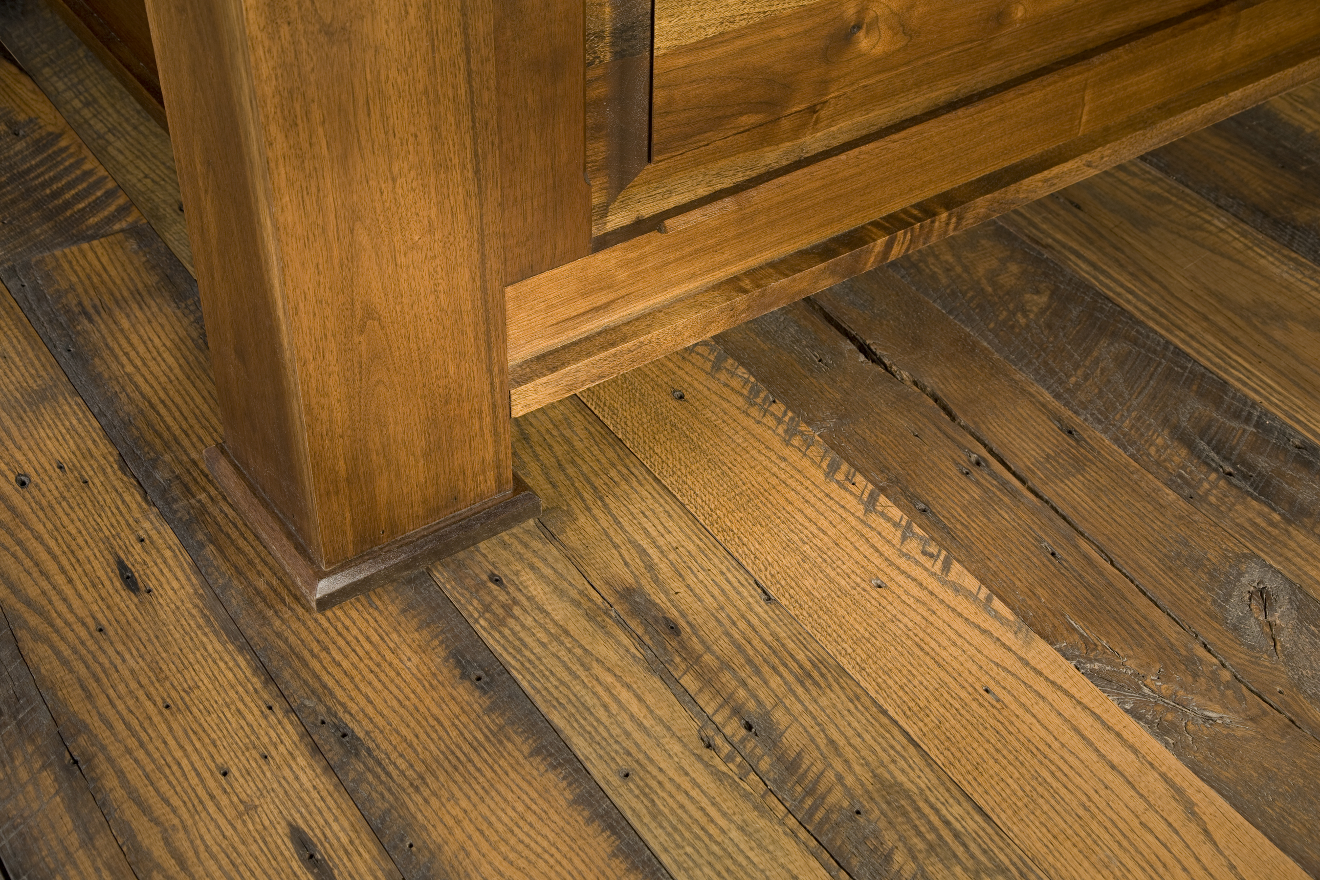 Reclaimed red oak wood flooring gurus floor for Salvaged oak flooring